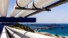 Des pipelines transportent du pétrole depuis le terminal pétrolier du port de Vassilikos à Mari, dans le sud de Chypre, jusqu'au village de Zygi, photographié le 28 juin 2018