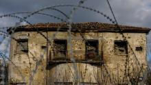 Une maison abandonnée dans la zone tampon séparant les deux côtés de la capitale chypriote Nicosie, le 4 janvier 2017