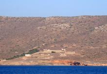 La sécheresse de Makronissos faisait partie des supplices auxquels étaient soumis les prisonniers politiques.