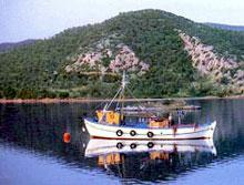 Des traversées de la baie sont proposées en caïque