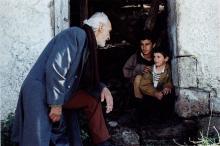 Dimitris Kaberidis joue le rôle d'un double exilé, pontique et communiste.
