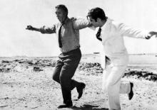 Anthony Quinn et Alan Bates dans Zorba le Grec