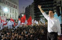 """Alexis Tsipras irradiant lors du meeting des """"non"""", place Syntagma à Athènes le 3 juillet."""