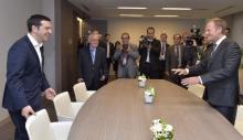 Bruxelles, juin 2015 : le président du Conseil européen Donald Tusk accueille Alexis Tsipras au sommet d'urgence sur la Grèce (AFP)